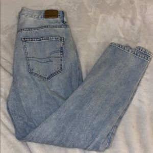 American Eagle Light-wash Mom Jeans